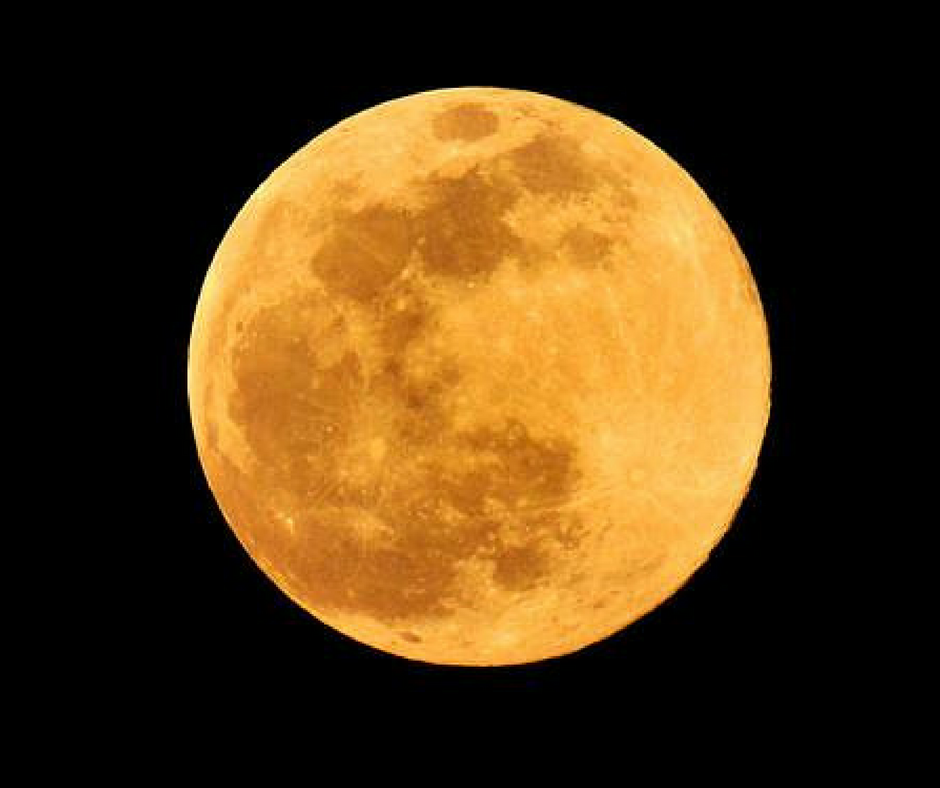 How To Use A Full Moon To Manifest Your Dreams
